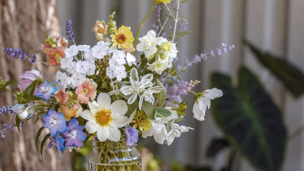 How To Arrange Flowers Like A Pro | ASK gardenstead