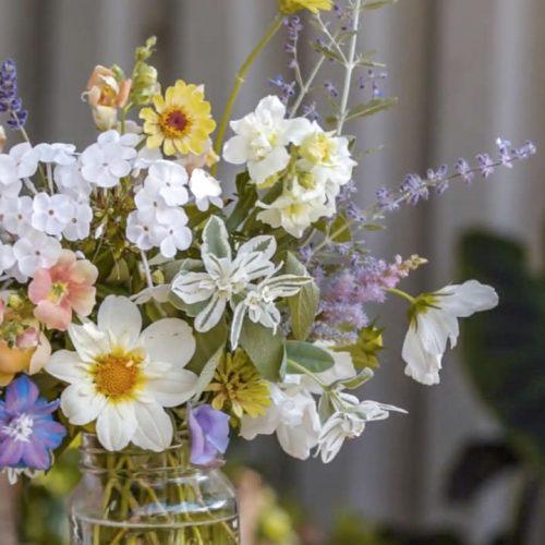 How To Arrange Flowers Like A Pro | ASK gardenstead