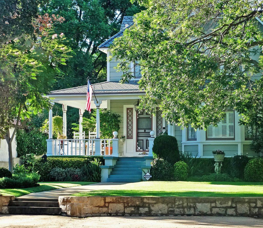 Photo 2 - House Porch